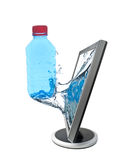 Monitor del LCD y botella de agua Fotos de archivo