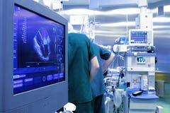 Monitor del ultrasonido en la sala de operaciones Imagen de archivo