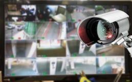 Monitor della videocamera di sicurezza del CCTV nell'edificio per uffici Immagini Stock