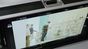 Monitor die van de close-up de Hogere Mening Reeks en Hand op Voorgrond tonen stock footage