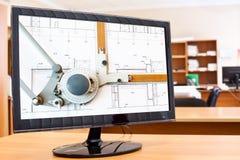 Monitor do computador com mesa de projecto foto de stock
