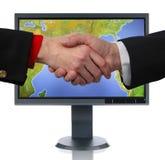 Monitor e mãos do LCD fotos de stock royalty free
