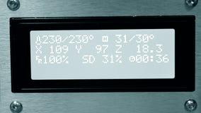 Monitor met cijfer, close-up van de het proces 3d printer van het cijferswerk stock footage