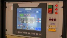Monitor mit technischen Informationen stock video footage