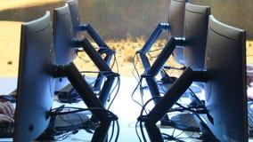 Monitor nell'area di lavoro video d archivio