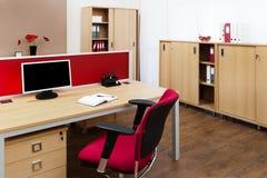 Monitor op een bureau stock foto