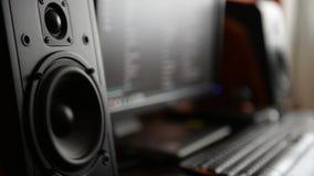 Monitor professionale commovente dello studio di musica stock footage