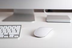 Monitor, teclado y ratón de escritorio Imagen de archivo libre de regalías