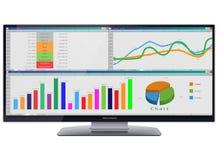 Monitor ultra ancho del cine HD con las tablas y las cartas en la pantalla Imagenes de archivo