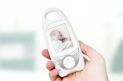 Monitor video do bebê para a segurança do bebê imagem de stock royalty free