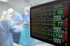 Monitor y cirugía de la Unidad de Cuidados Intensivos imagen de archivo libre de regalías