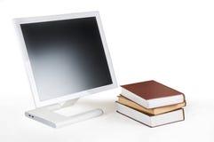 Monitor y libros Fotos de archivo libres de regalías