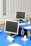 Monitores del ordenador en el estudio Fotos de archivo libres de regalías