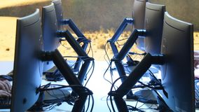 Monitory w pracy przestrzeni zdjęcie wideo