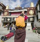 Monja tibetana en Lhasa Imágenes de archivo libres de regalías