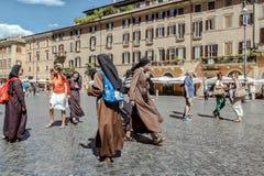 Monjas carmelitas, plaza Navona, Roma Foto de archivo