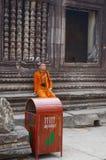 Monje budista en el templo de Angkor Wat Foto de archivo