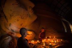 Monje budista joven del neófito Imagenes de archivo