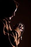 Monje con dos manos abrochadas en rezo Imagen de archivo