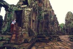 Monje en Angkor Wat (templo de Bayon) Foto de archivo