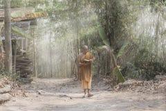 Monje en budista imágenes de archivo libres de regalías