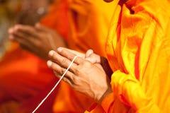 Monje que ruega en ceremonia de boda Fotos de archivo libres de regalías