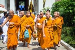 Monje tailandés alrededor de Wat Thai Bodhigaya Buddhism Temp Imágenes de archivo libres de regalías