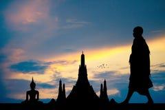 Monjes budistas en el templo fotos de archivo libres de regalías