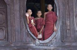 Monjes budistas en Myanmar (Birmania) Foto de archivo libre de regalías