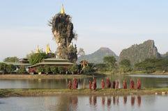 Monjes de Hpa-An Imagen de archivo libre de regalías