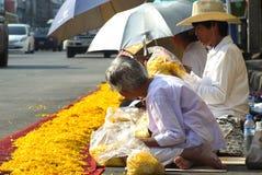 1.000 monjes de Wat Phra Dhammakaya Imagenes de archivo