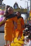 Monjes de Wat Phra Dhammakaya Fotos de archivo