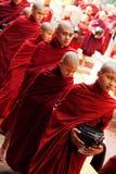 Monjes en el monasterio de Mahagandayone Fotos de archivo libres de regalías