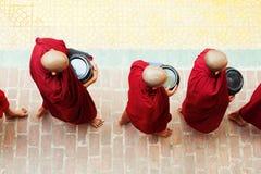 Monjes en el monasterio de Mahagandayone Imagen de archivo libre de regalías