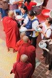 Monjes en el monasterio de Mahagandayone Fotografía de archivo