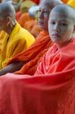Monjes en la ceremonia de las limosnas Fotografía de archivo libre de regalías