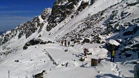 Monjes en la nieve imagen de archivo libre de regalías