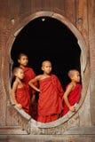 Monjes jovenes en myanmar Imagen de archivo libre de regalías