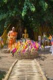 Monjes tailandeses en el templo de Phantao en el festival de Songkran Foto de archivo libre de regalías