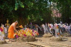 Monjes tailandeses en el templo de Phantao en el festival de Songkran Imagen de archivo libre de regalías