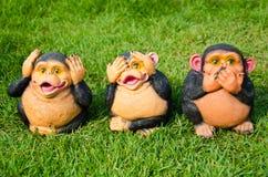 Monkey die Puppe, die den Mund, die Ohren und die Augen trägt. Stockfotos