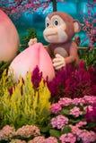 Monkey la mascotte con la pesca di longevità - decorazione cinese del nuovo anno Fotografia Stock Libera da Diritti