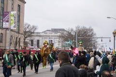 Monkey las marionetas en el desfile del día del ` s de St Patrick fotos de archivo libres de regalías