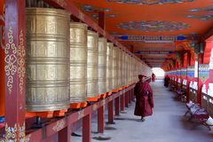Free Monks At Yarchen Gar In Sichuan, China Royalty Free Stock Images - 138083939