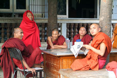 Monks reading newsparers at the  Shwe in Bin Kyaung monastery of Stock Images