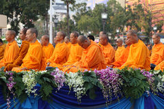 Monks wait the auspicious to walk Royalty Free Stock Photography