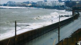 Monkstown - Laoghaire brun grisâtre Tempête Emma Comté Dublin l'irlande banque de vidéos