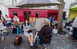 Monmartre konstnärer och kunder royaltyfri bild