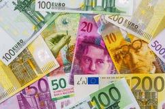 Monmey d'euro et suisse franc image stock