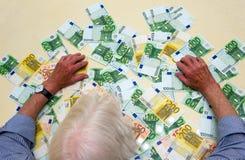 Monnaie fiduciaire sur la table Photos libres de droits